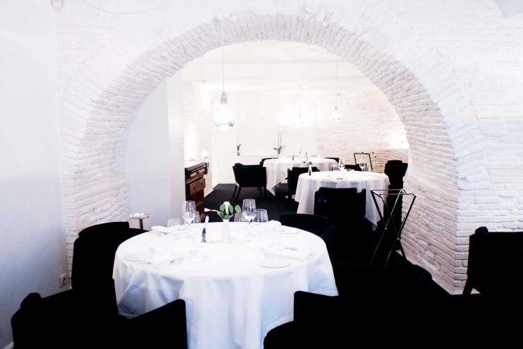 Py-r Restaurant-1