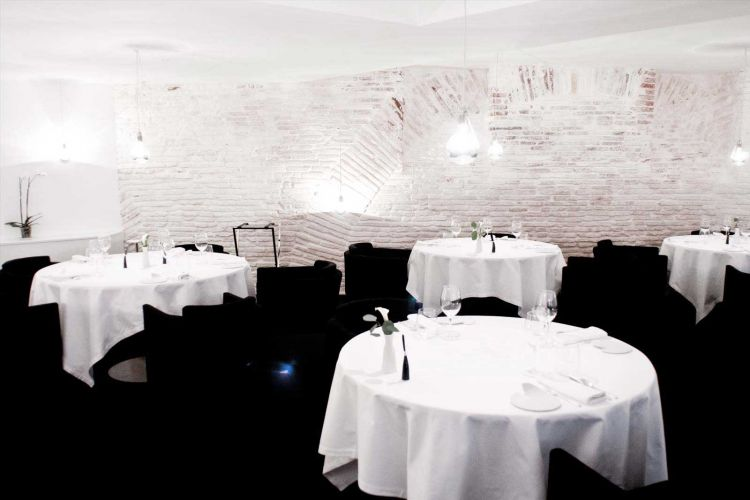 Py-r Restaurant-8