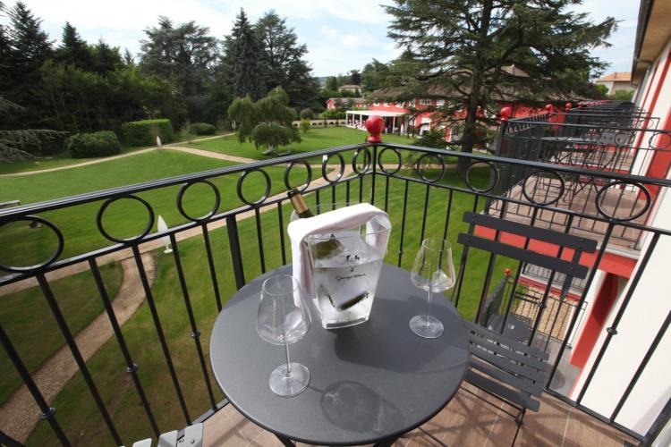 Les Maritonnes Parc & Vignoble - Restaurant Rouge & Blanc-3