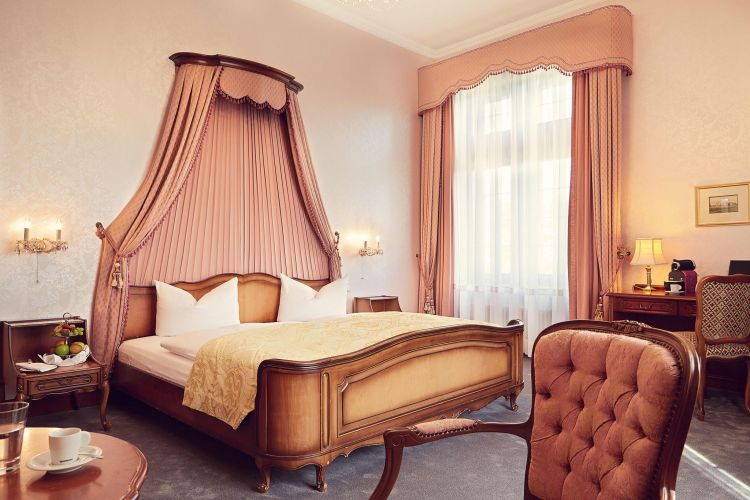Romantik Hotel Schloss Rettershof-7