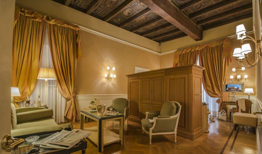 Hotel Corona D'oro-4