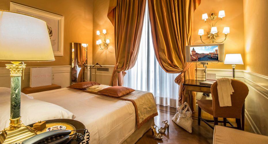 Hotel Corona D'oro-5
