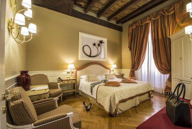Hotel Corona D'oro-11