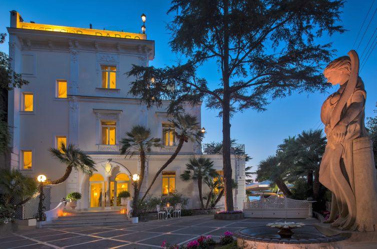 Luxury Villa Excelsior Parco-1