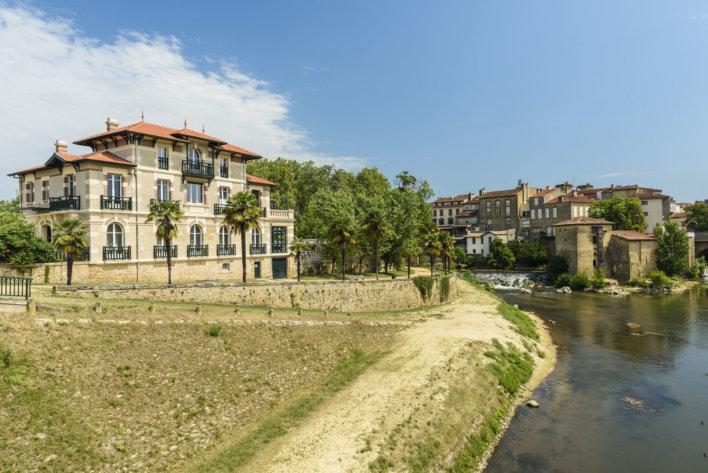 Villa landaise tuiles rouge et rivière en contre bas