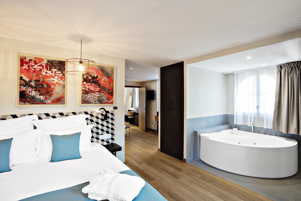 Suite avec lit double et baignoire