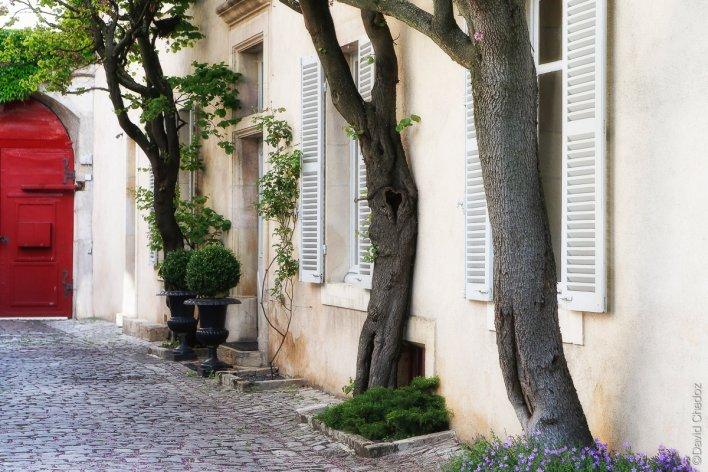 Cour pavée de la maison d'hôtels La Cour Berbisey en Bourgogne