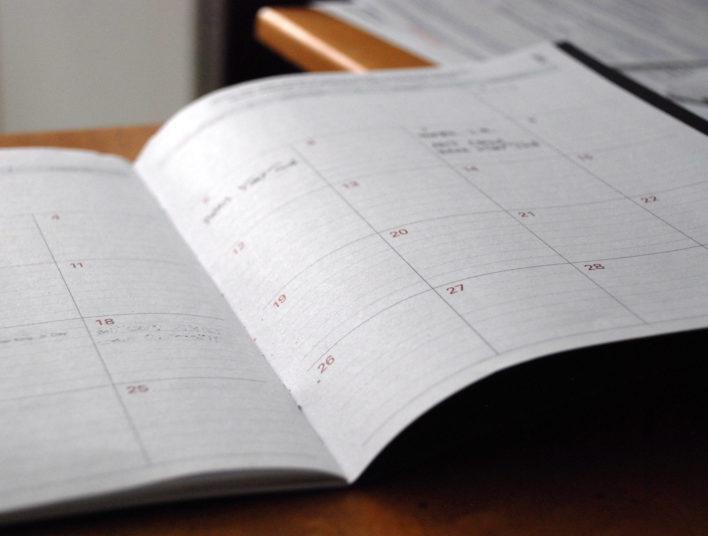Agenda posé sur une table ouvert