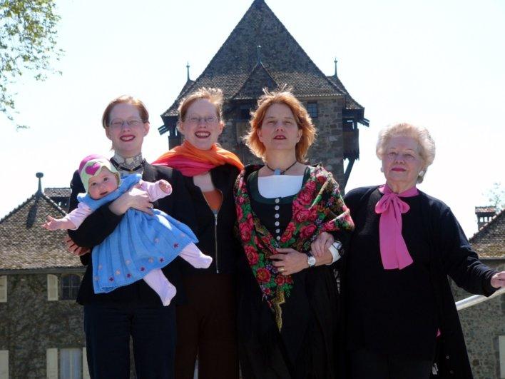 Photo de famille des femmes propriétaires du Château de Coudrée