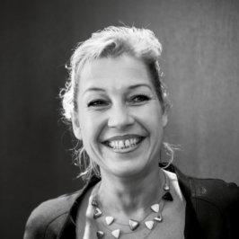 Portrait noir et blanc de Claire-Lise Baumann, propriétaire de l'Hôtel Beaucour