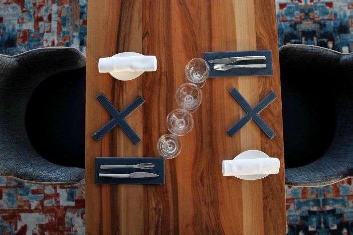 Table dressée de manière graphique évoquant le jeu du morpion.