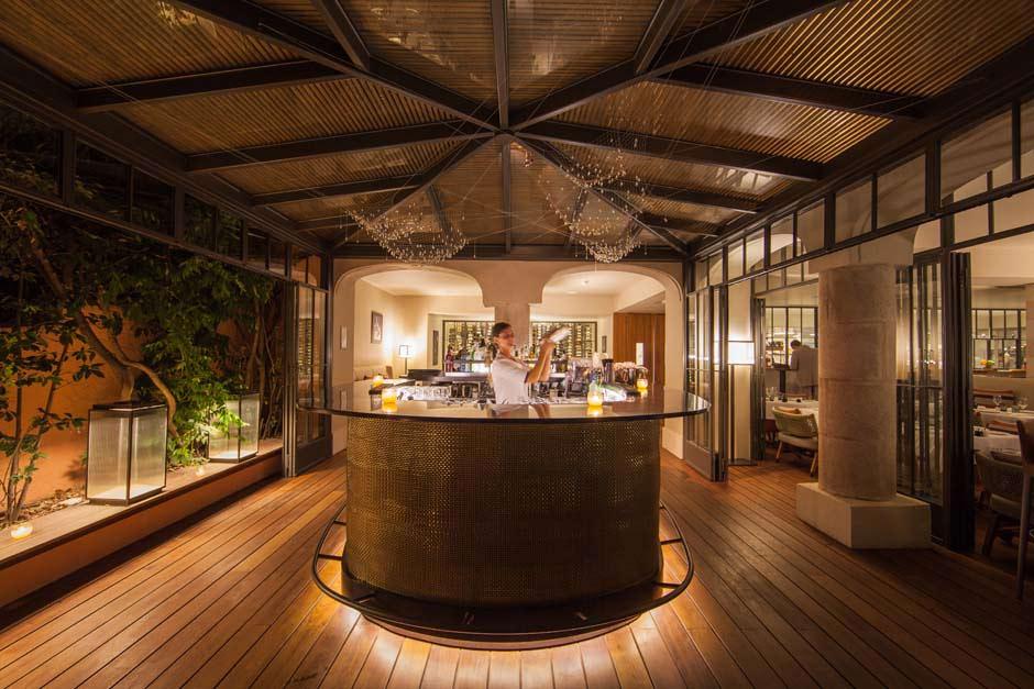 Bar en îlot centrale tout en bois