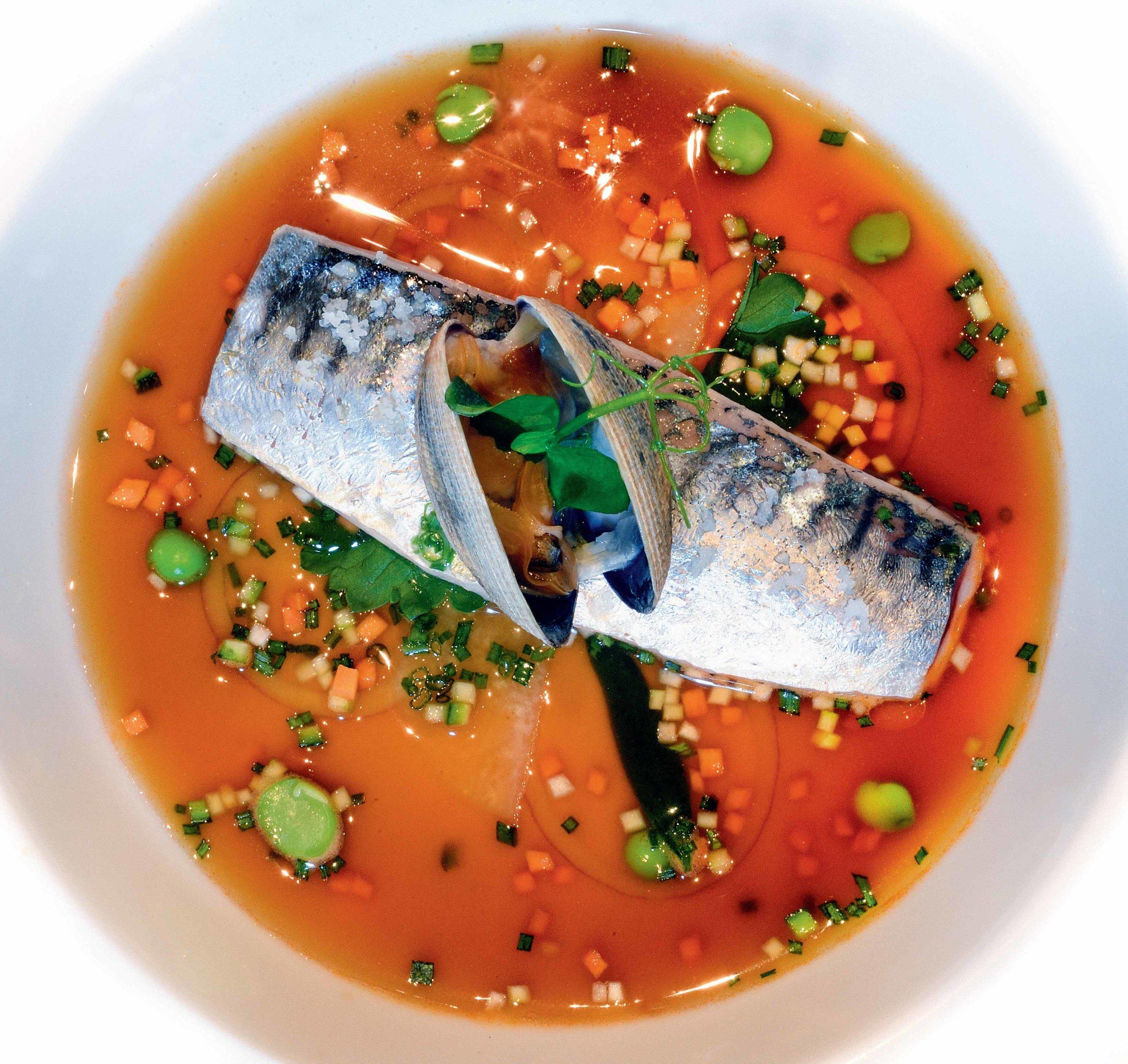 plat de poisson et son bouillon