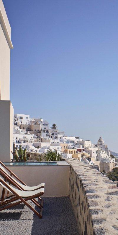 Vue sur la mer Égée et Santorin
