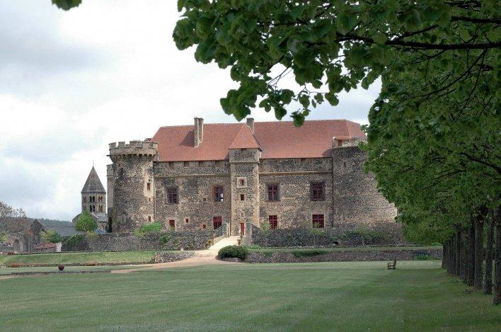 Château toit tuile rouge
