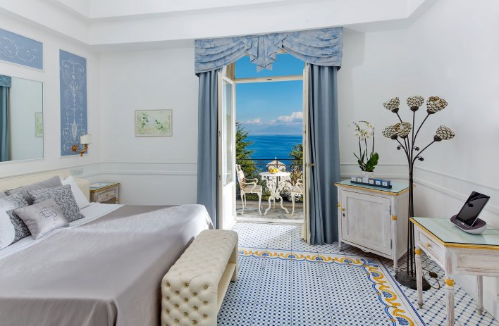 chambre avec terrasse et vue mer