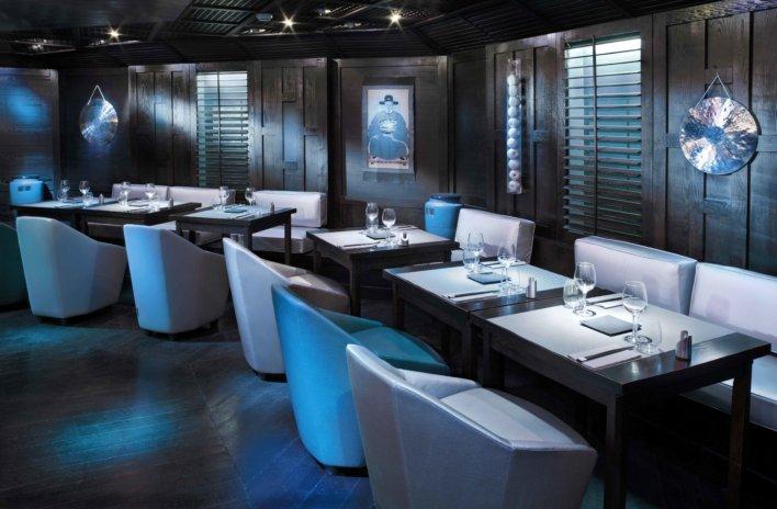 Salle de restaurant décoration bleu et gris