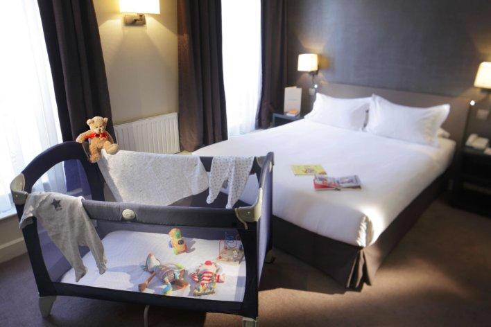 Chambre avec lit pour bébé