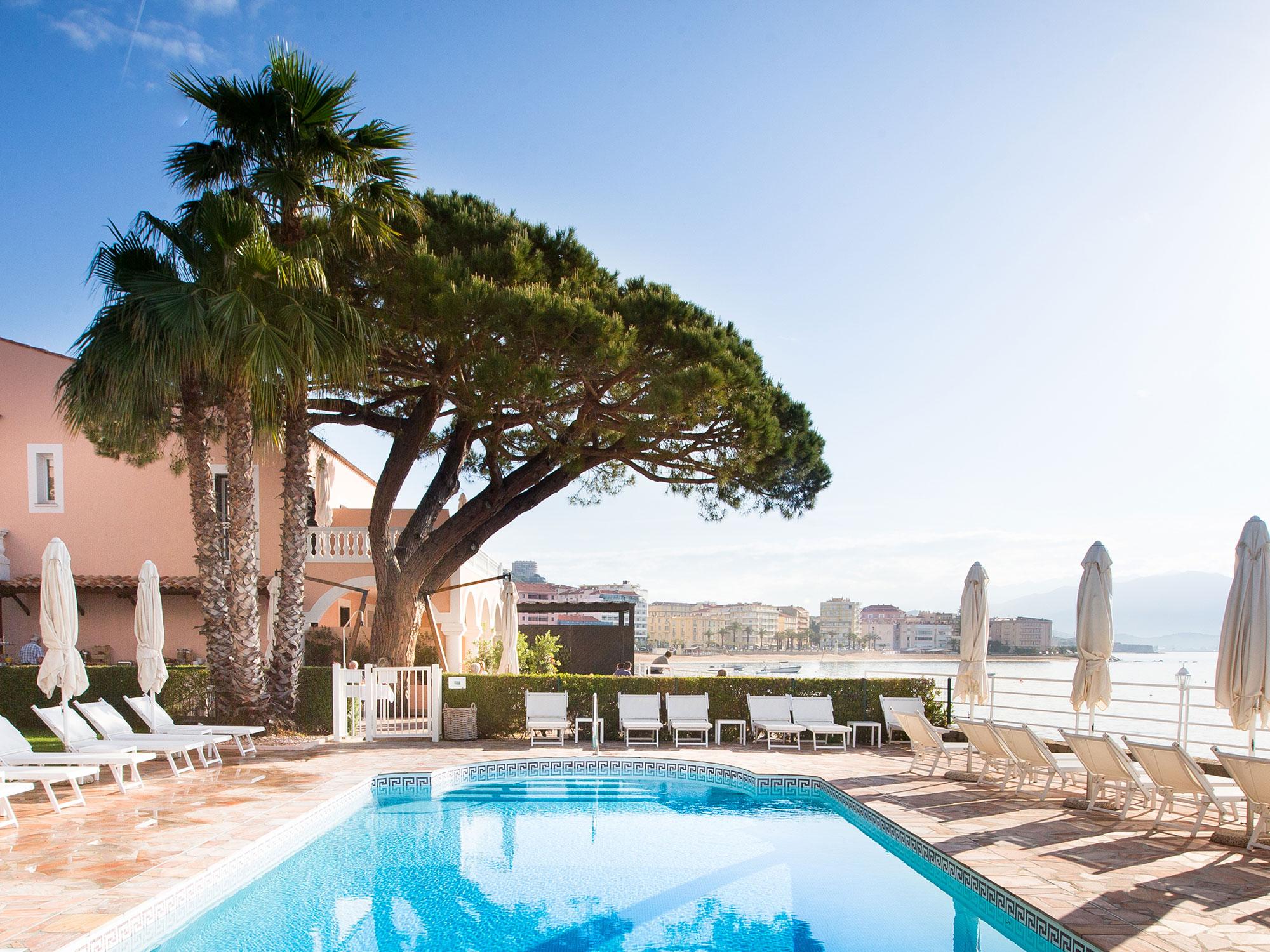 Hôtel de charme en Corse : faites le tour de l'Île de Beauté