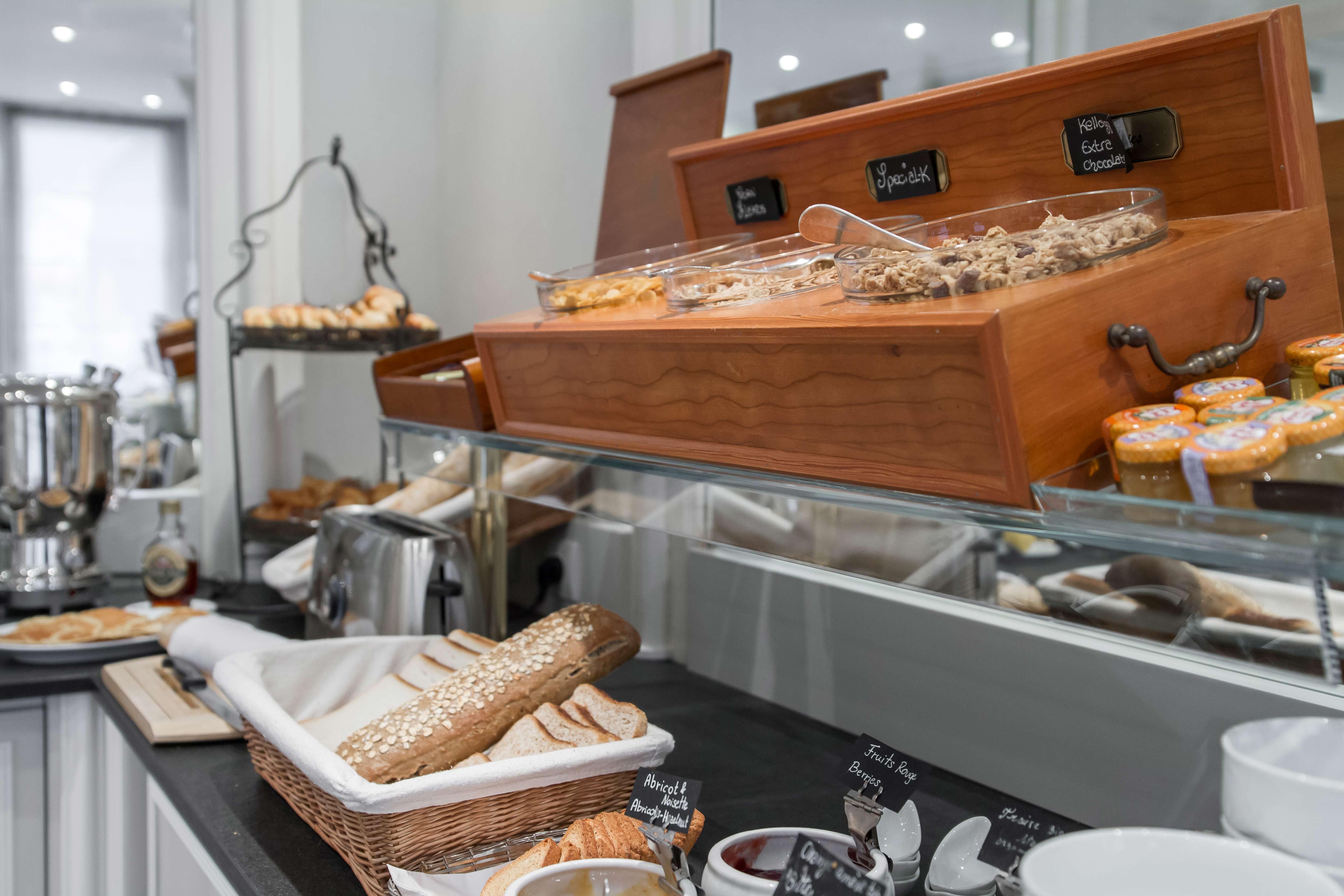 Buffet petit déjeuner continental