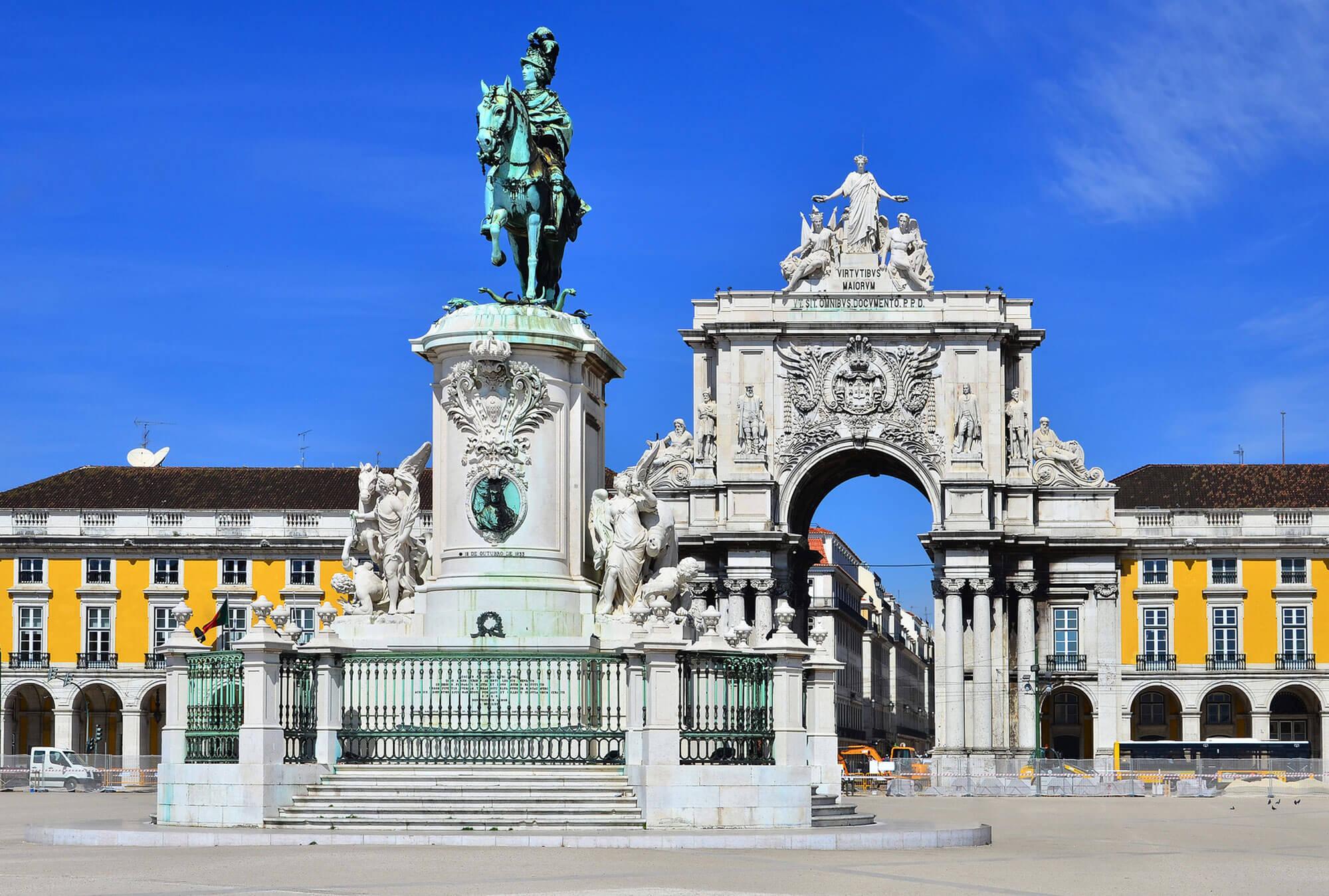 Place des Commerces à Lisbonne.
