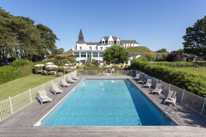 Grande piscine extérieure