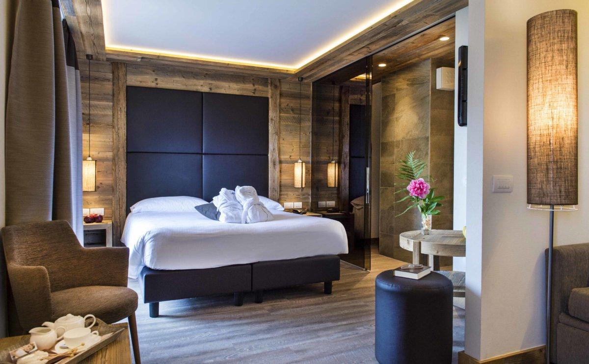 lit double dans chambre chalet
