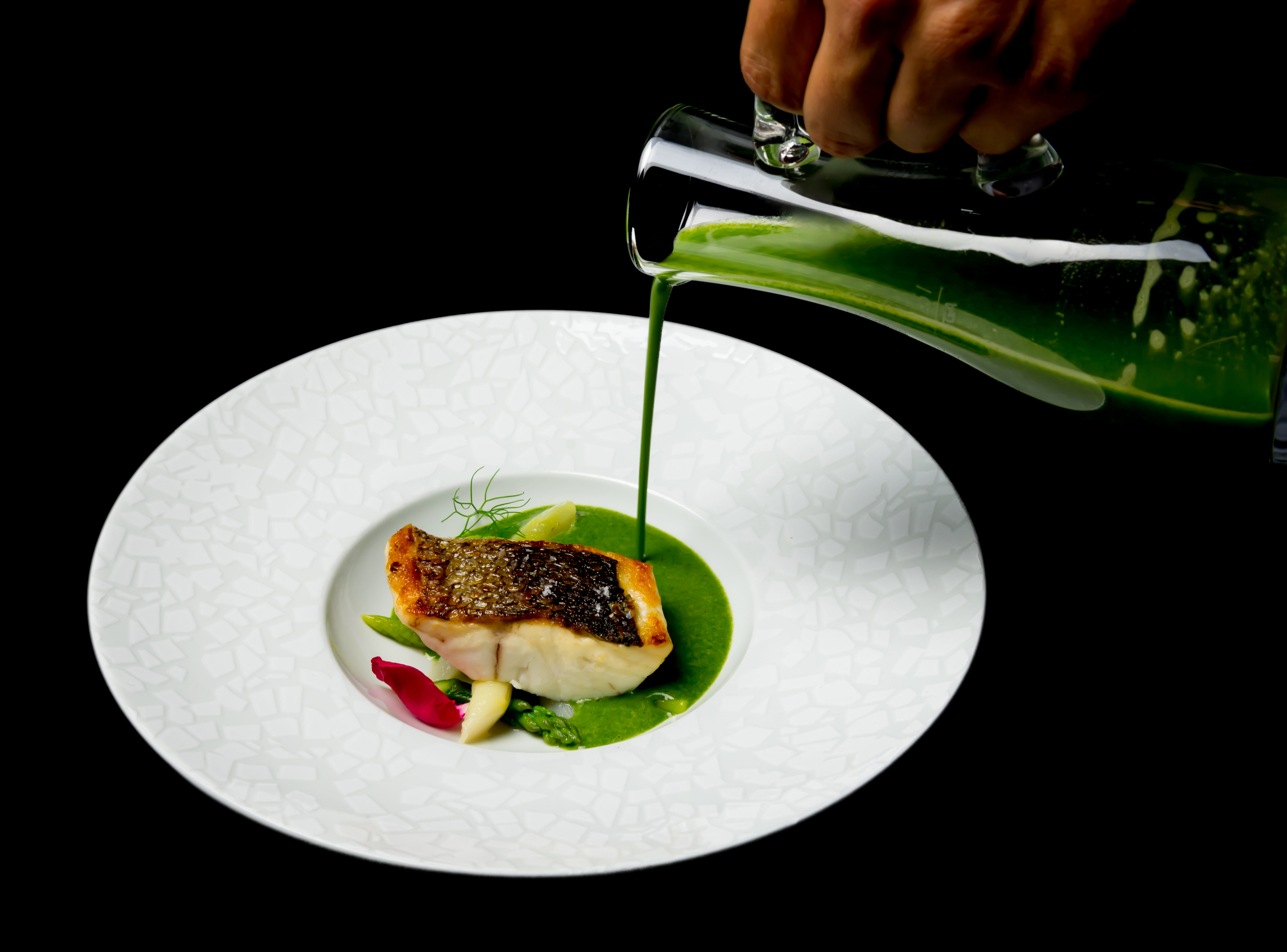 Plat de poisson et jus vert