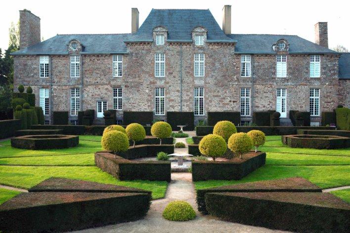 Château et jardin à la française