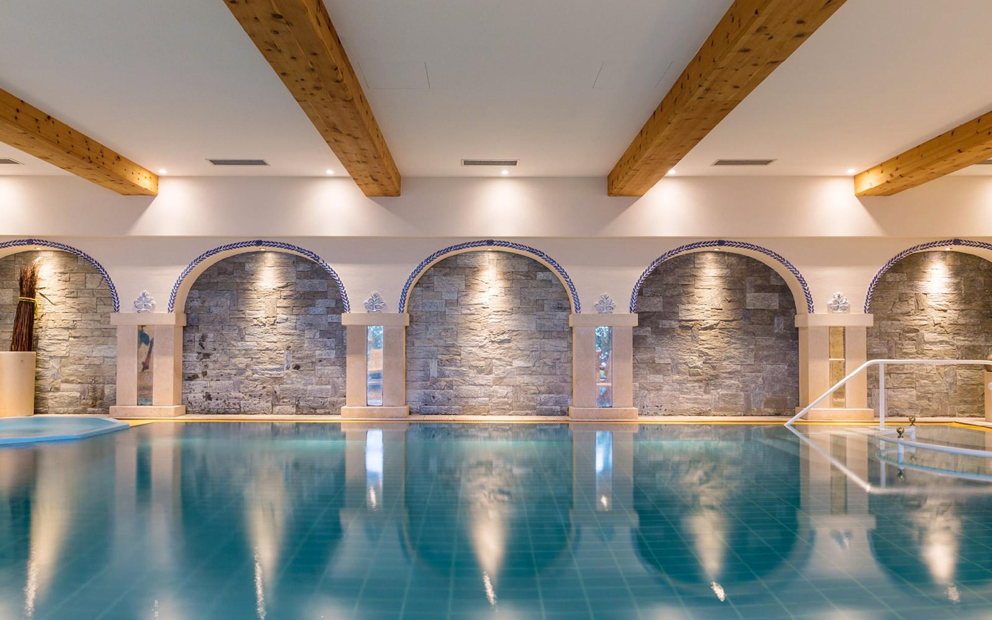 Magnifique spa intérieur pour moment de relaxation garanti.