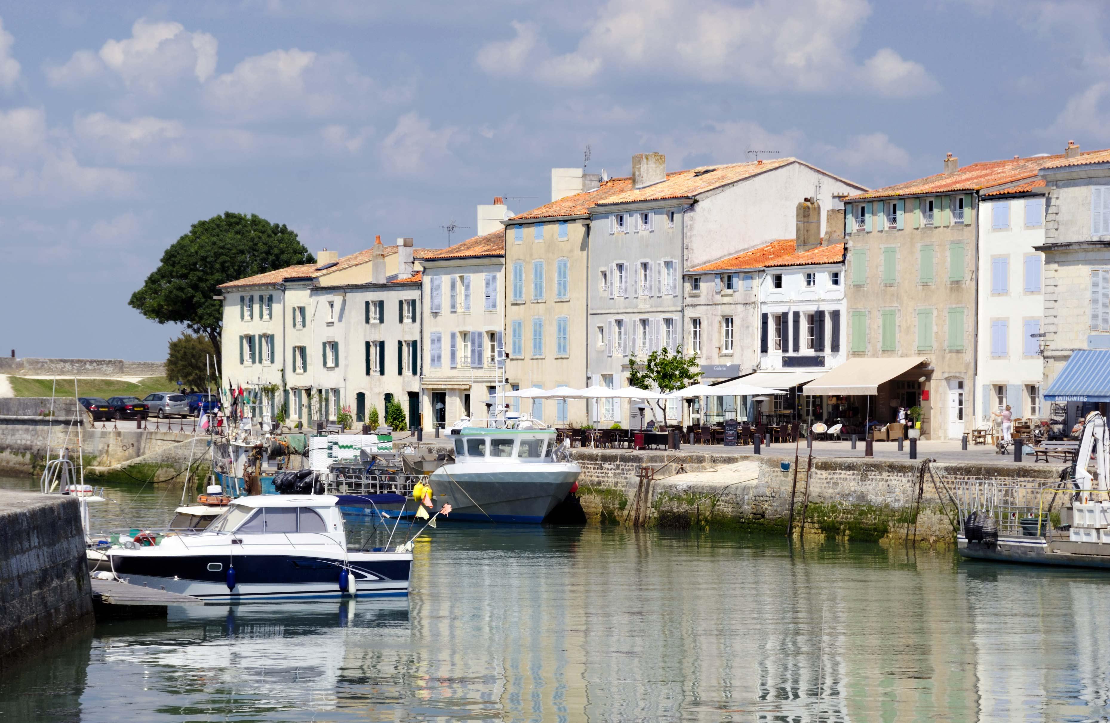 Petit port de plaisance à l'île de Ré