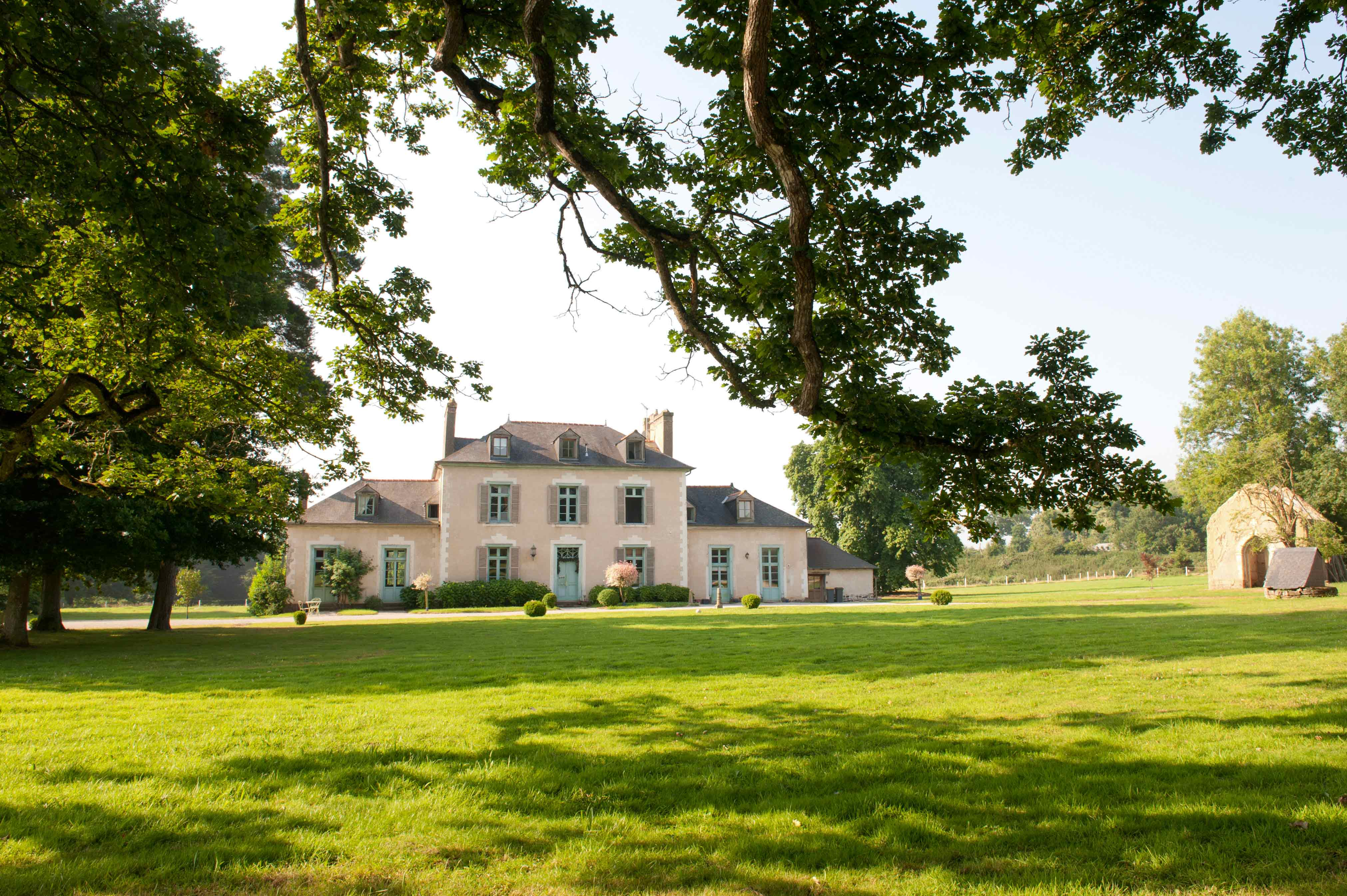 façade château dans espace vert