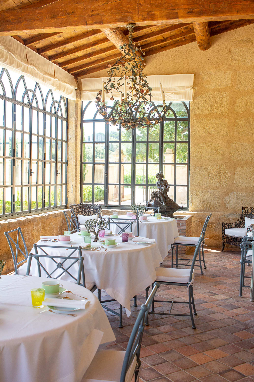 Salle de restaurant aux couleurs provençales