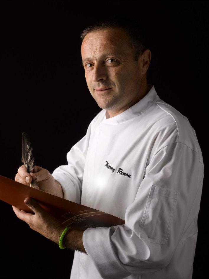Portrait américain d'un chef en veste de cuisinier