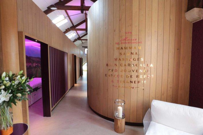 Spa avec couloir et plusieurs cabine de soins