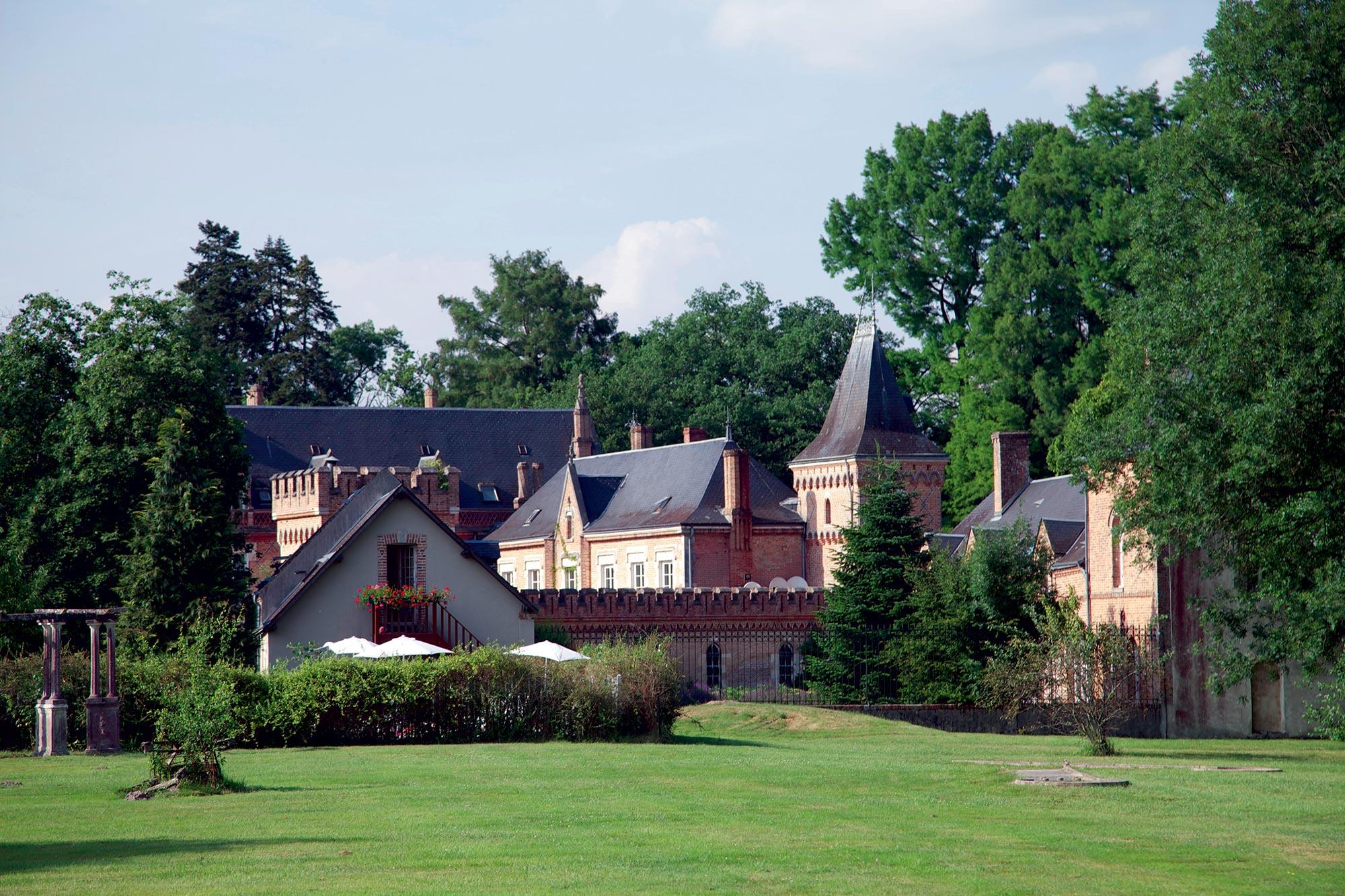 Château dans un terrain boisé
