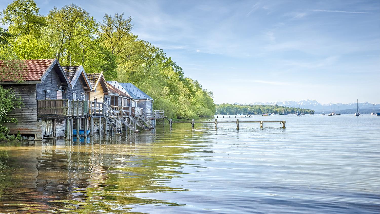 Maisons de pêcheurs en bord de lac