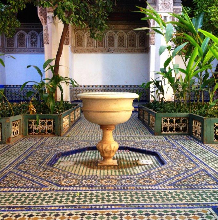 Cour intérieur avec fontaine, architecture mauresque