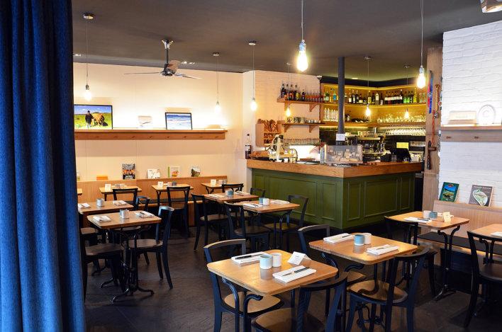 Salle de restaurant, bar vert