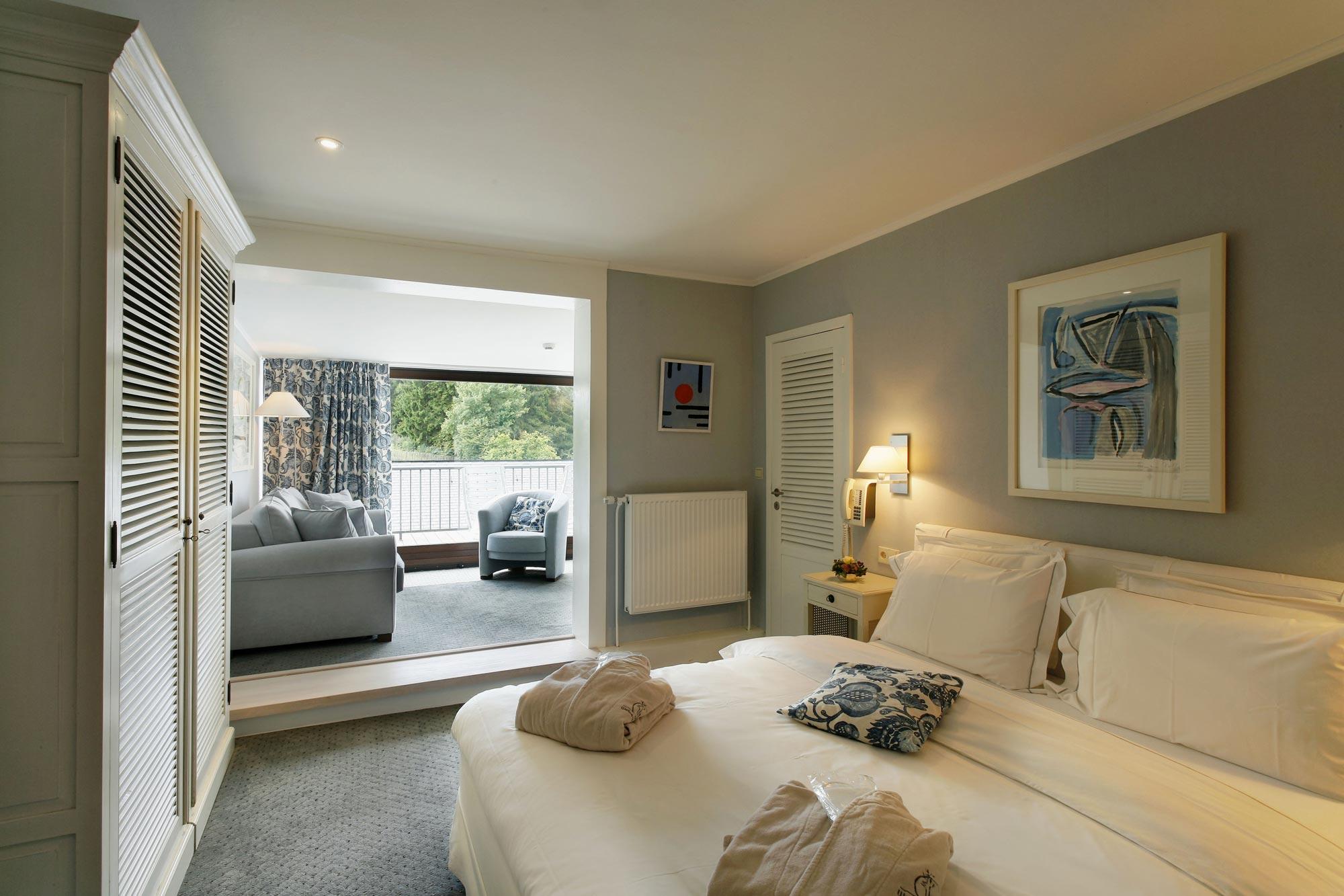 Chambre pour deux assez lumineuse avec un balcon qui permet d'avoir une belle vue