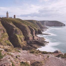 Photo panoramique du phare de Cap Frétel pris au loin