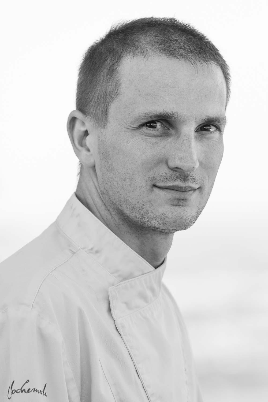 Photo portrait noir et blanc d'un chef