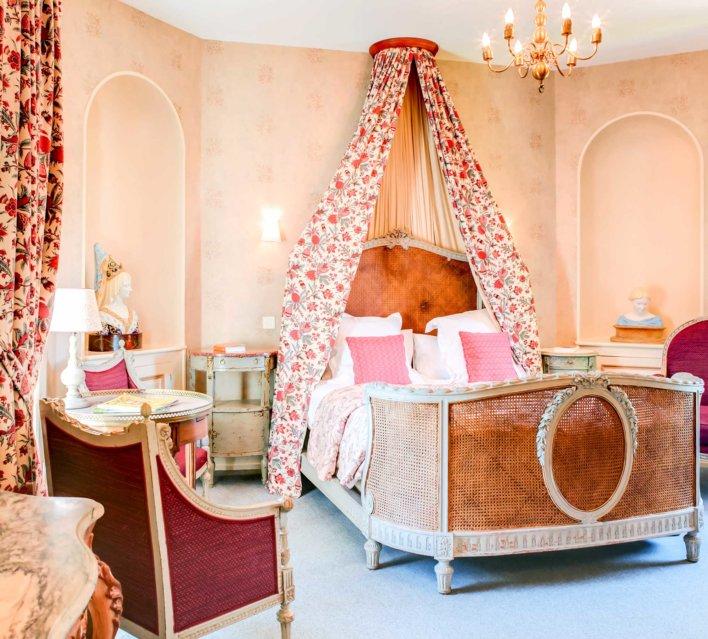 Chambre avec mobilier ancien
