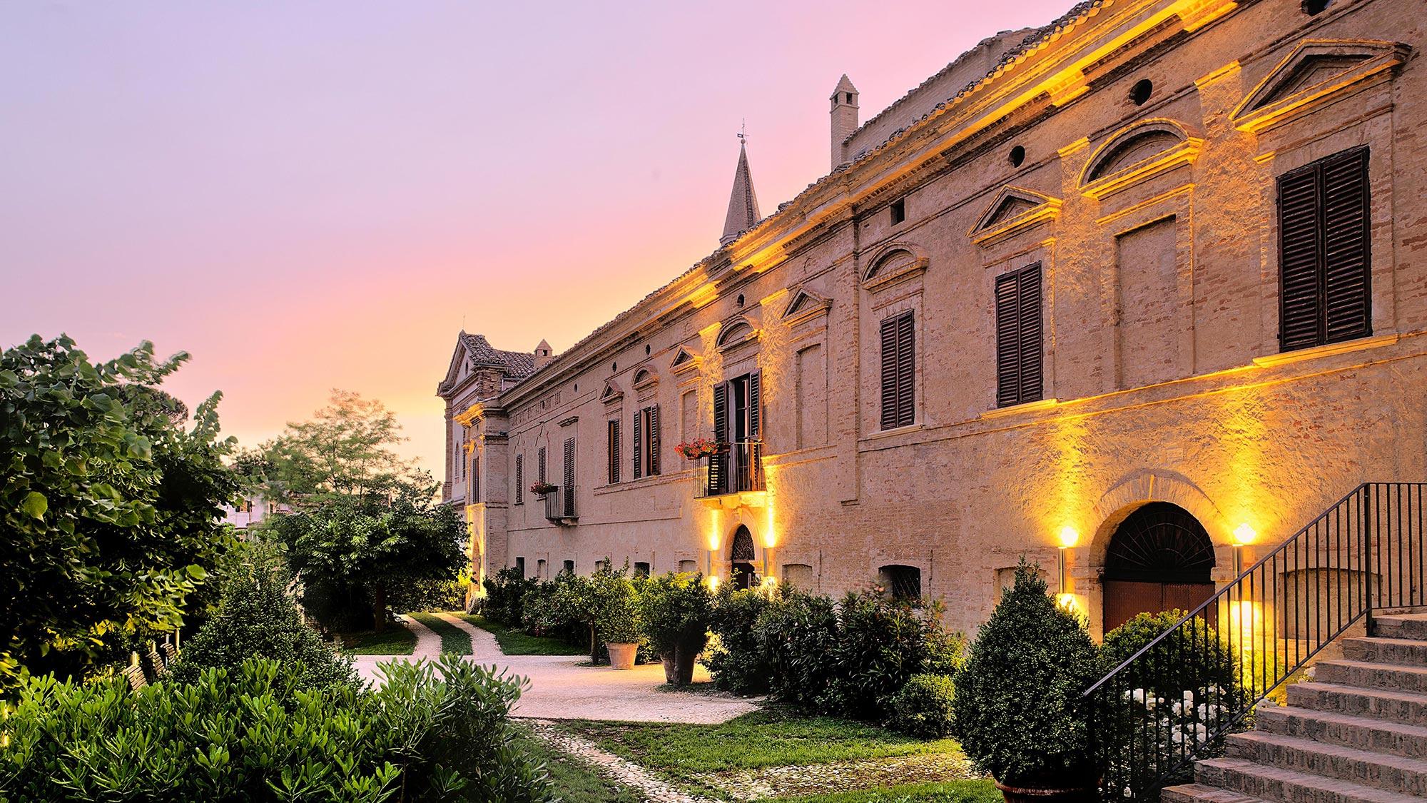 Château architecture italienne avec coucher de soleil