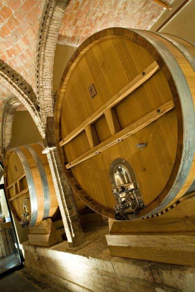 Tonneau de vins en bois