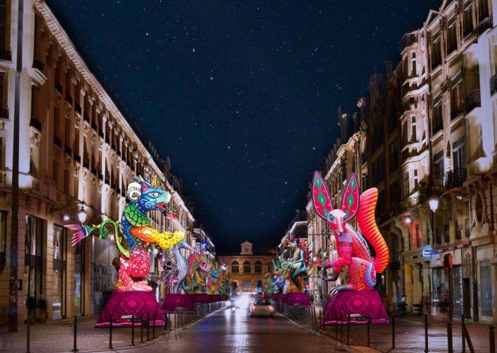 Rue de lille avec sculptures lumineuses