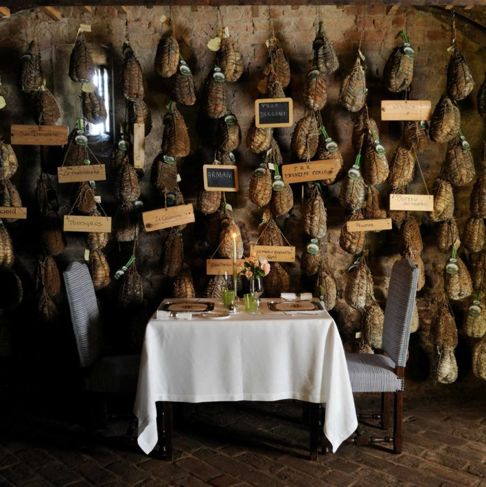 Table avec mur de culatello