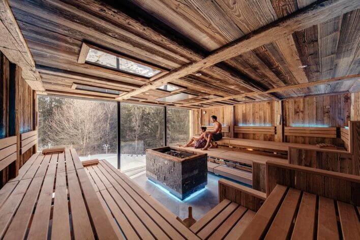 Sauna avec vue sur paysage enneigé