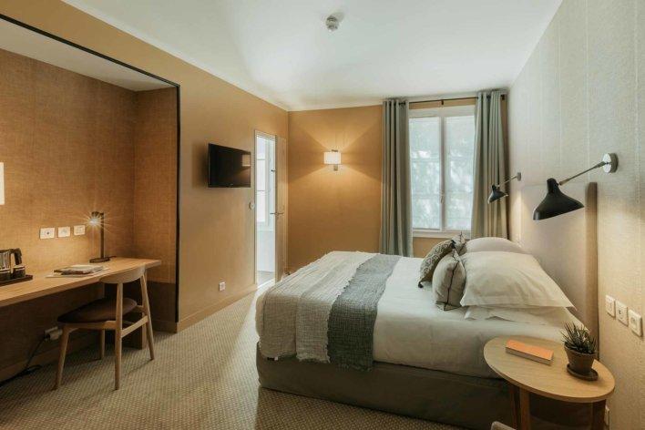 Chambre lit double, ambiance feutrée