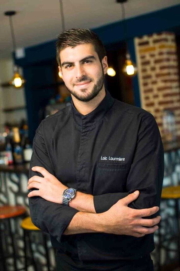 Chef en veste de cuisine noir